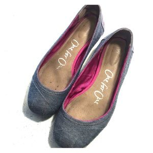Size 9W Toms Flats